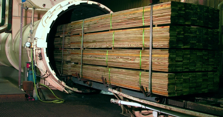 Обработка дерева промышленным методом.