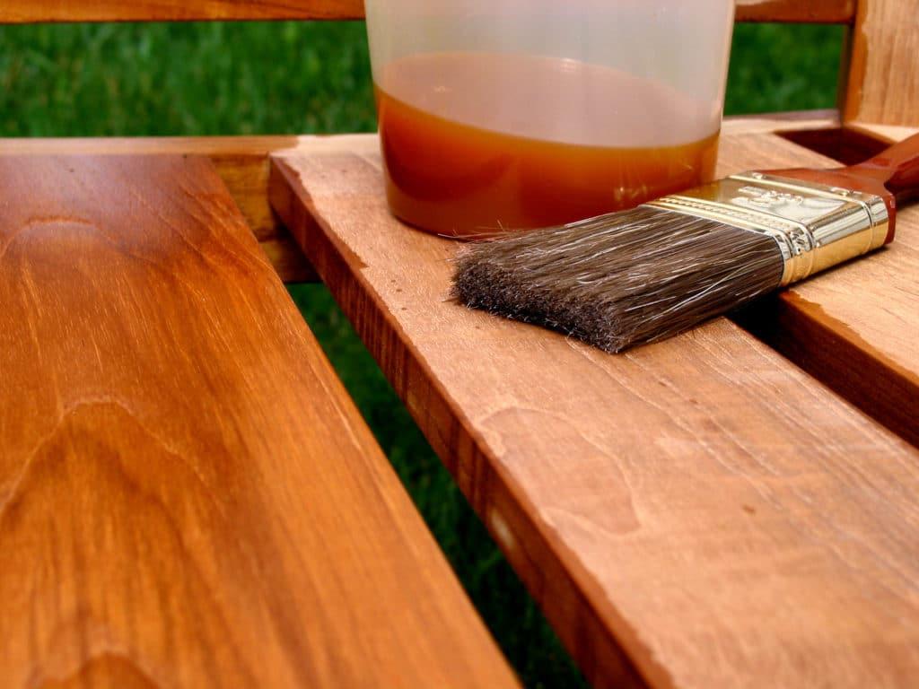 Огнезащита древесины специальными средствами.