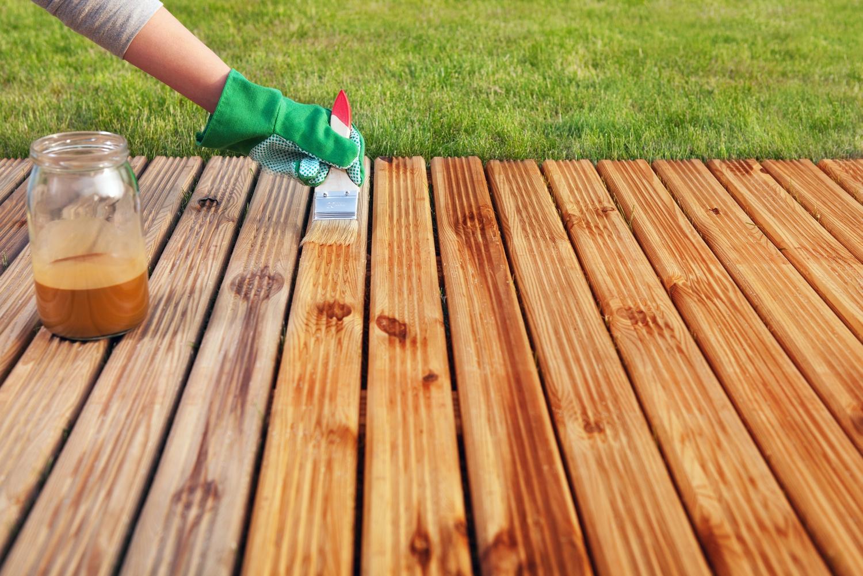 Обработка древесины специальными составами.
